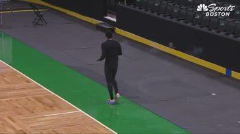 NBA, Kyrie Irving e il suo rituale prepartita a Boston