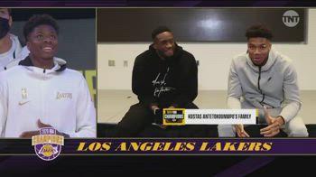 Lakers, Giannis si congratula con Kostas per l'anello NBA