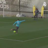 Hazard, gol pazzesco di rabona in allenamento