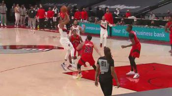 NBA, il canestro vincente di CJ McCollum contro Toronto