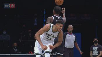 NBA, i 34 punti di Giannis Antetokounmpo contro Brooklyn
