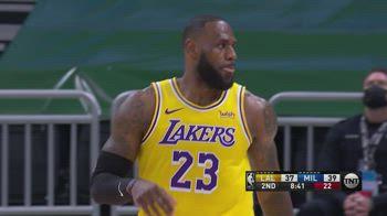 NBA, 34 punti per LeBron James contro Milwaukee
