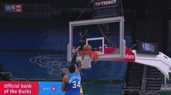 NBA, Giannis stoppa LeBron: la reazione del Re