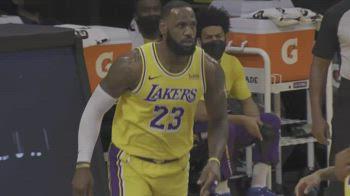 NBA, 33 punti di LeBron James vs. Detroit