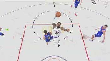NBA, LeBron James si fa il campo in 3.5 secondi e schiaccia