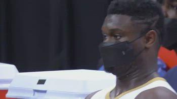 NBA, Morant vola a schiacciare: la reazione di Zion