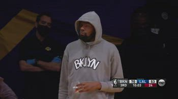 NBA, Harden segna da tre, la reazione di Durant è da meme