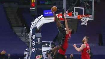 NBA, Anthony Edwards firma la schiacciata dell'anno