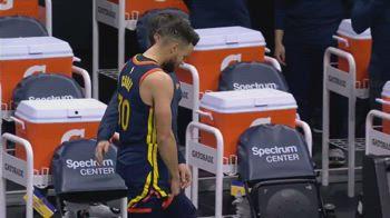 NBA, Steph Curry lascia il campo prima della palla a due