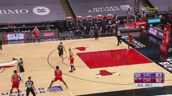 NBA, Patrick Williams e il canestro impossibile da lontano
