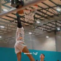Enmanuel Hansel, il giocatore di basket con un braccio solo
