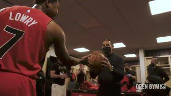 NBA, Lowry consegna a Scariolo pallone della vittoria