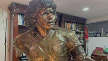 d10s maradona statua napoli