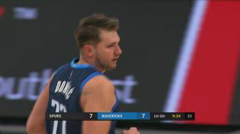NBA, tripla doppia di Luka Doncic vs. Spurs