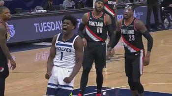NBA, super schiacciata di Edwards vs. Portland