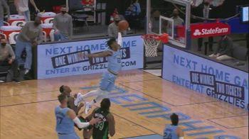 NBA, Ja Morant vola a schiacciare di sinistro