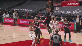 NBA, doppia schiacciata di Derrick Jones Jr contro Portland