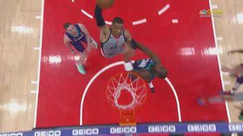 NBA, schiacciata pazzesca di Russell Westbrook