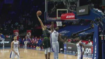 NBA, Towns: che schiacciata in faccia a Embiid!