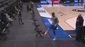 NBA, Doncic fra calcio&basket: palleggi e canestro