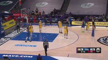 NBA, Doncic: canestro da circo ma non vale, poi la caduta