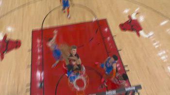 NBA, la schiacciata di Lauri Markkanen vs. OKC