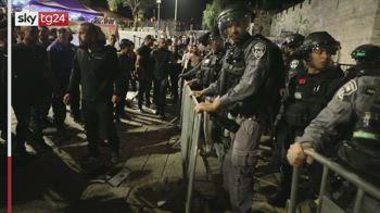 Gerusalemme, ancora scontri nella notte: almeno 100 feriti
