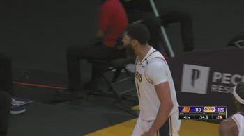 NBA, 42 punti per Anthony Davis contro Phoenix