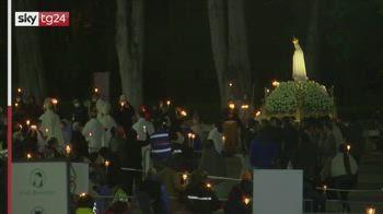 Fatima, migliaia di pellegrini pregano per un mondo senza Covid