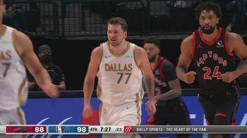 NBA, la tripla doppia di Luka Doncic contro Toronto