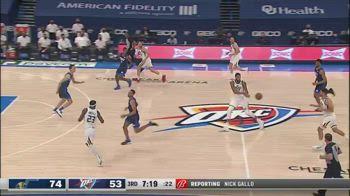 NBA, Gobert in palleggio si dimentica le regole
