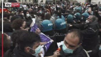 Milano, blitz pro Ddl Zan al sit-in degli oppositori