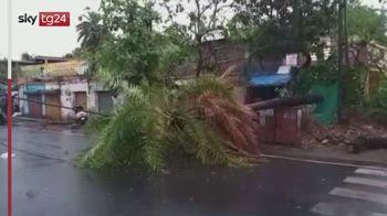 Il ciclone Tauktae devasta il Paese, morti e case distrutte