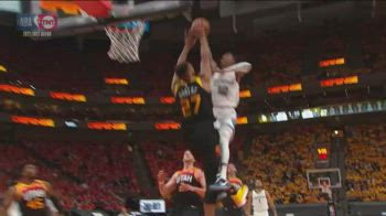 Playoff NBA, Gobert stoppa Morant sopra il ferro