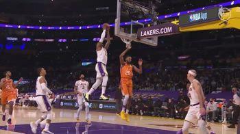 Caruso la alza, LeBron decolla: che schiacciata per James!