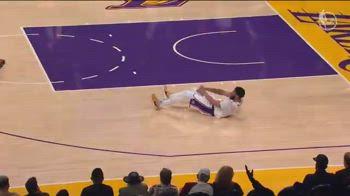 NBA, l'infortunio all'inguine di Davis in gara-4 con i Suns