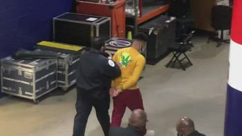NBA: tifoso a Washington fa invasione di campo, arrestato