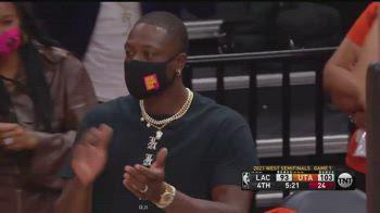 NBA, Dwayne Wade scatenato a bordocampo per i Jazz