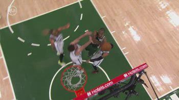 NBA, 35 punti per Khris Middleton in gara-3 contro Brooklyn