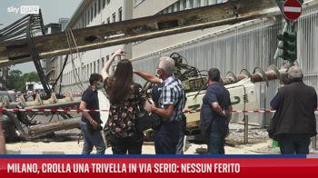 Trivella cade su un palazzo a Milano, nessun ferito