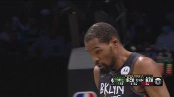 NBA, 49 punti e tripla doppia di Durant vs. Bucks, gara-5