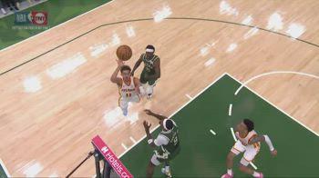 NBA, Young alza al tabellone, Collins schiaccia al volo