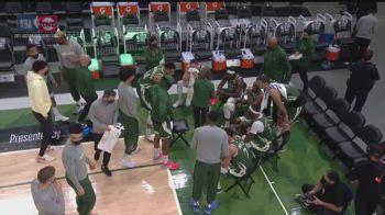 NBA, Trae Young segna con lo shimmy, Giannis si arrabbia