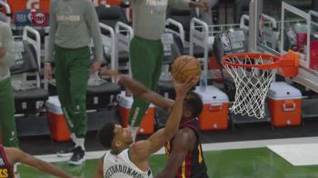 NBA CANESTRO GIANNIS CONTROTEMPO_5551134