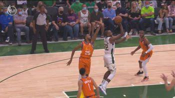 NBA Finals, 40 punti di Middleton in gara-4