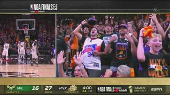 "NBA, durante i liberi di Giannis spunta ""l'uomo dei soldi"""