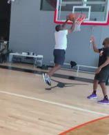 NBA, Chris Paul sfida suo padre in uno contro uno
