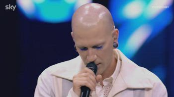 Erio canta la canzone preferita di Mika