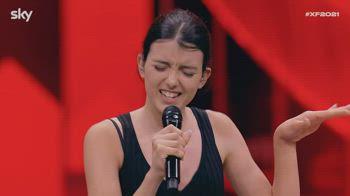Nika Paris colpisce ancora con il suo atteggiamento pop