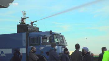 Protesta portuali, iniziato lo sgombero della polizia a Trieste